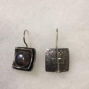 Silpada SS Gray Pearl earrings